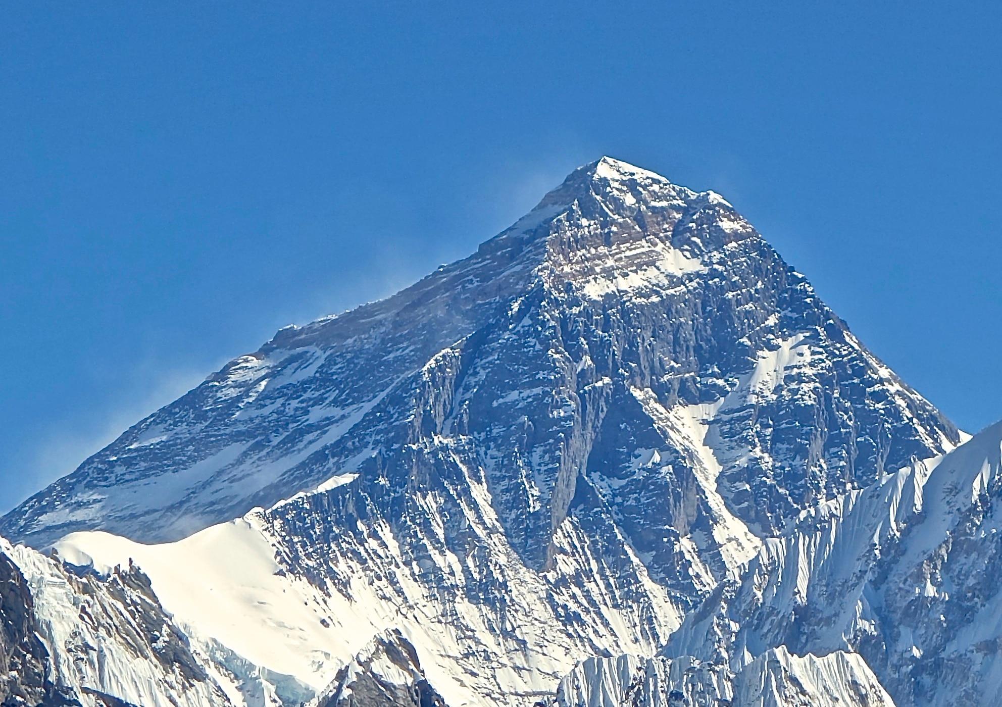 Photo of Permessi falsi per scalare l'Everest: il caso si risolve con 3 arresti