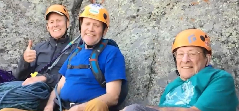 Photo of Veterano dell'arrampicata festeggia i suoi 91 anni in cima alla Devils Tower