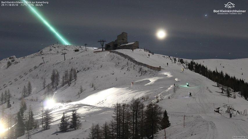 Photo of Un meteorite blu illumina la notte sulle Alpi