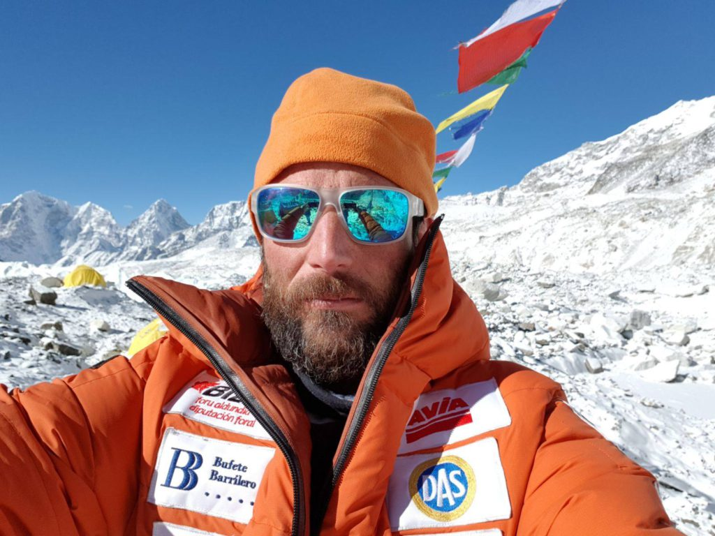 Photo of Alex Txikon al K2 invernale tra ricerca scientifica ed ambientalismo