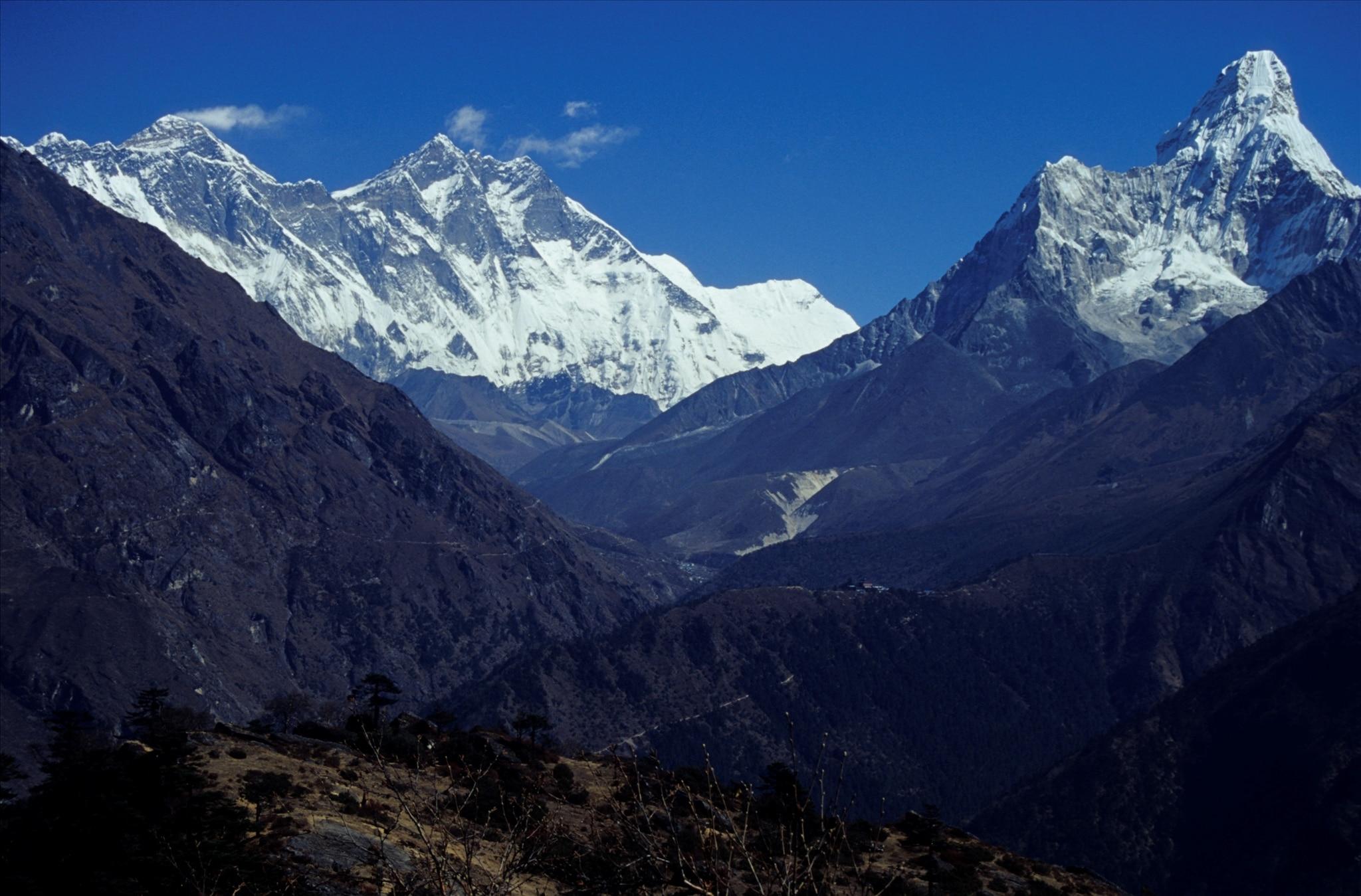 Photo of Alpinista statunitense perde la vita sull'Ama Dablam
