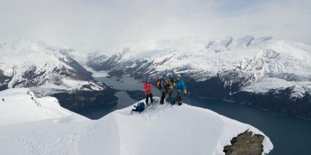 Photo of La squadra nazionale francese di alpinismo femminile firma tre prime ascensioni nella Terra del Fuoco