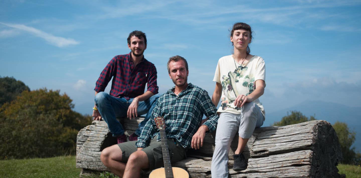 Photo of Tre giovani, Giuseppe verdi e il Sentiero Italia. La storia di Va' Sentiero