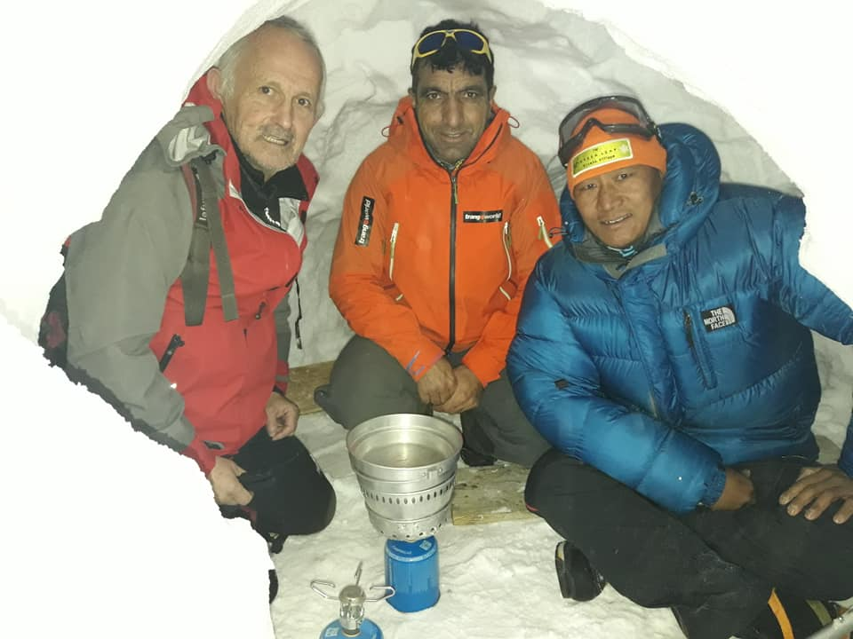 Photo of Natale in una truna sul Monte Bianco per Marc Batard, Ali Sadpara e Pasang Naru Sherpa