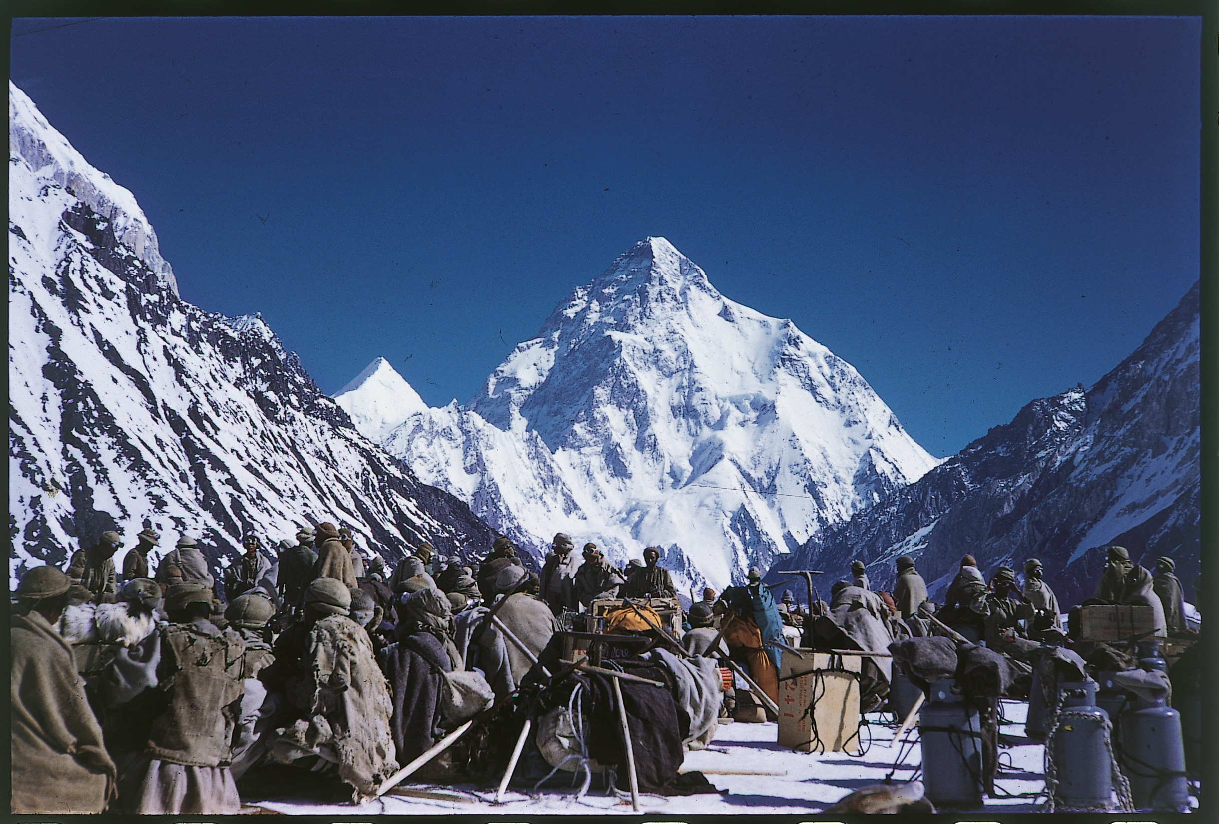 Photo of Gasherbrum IV, un libro omaggio al maestro Maraini