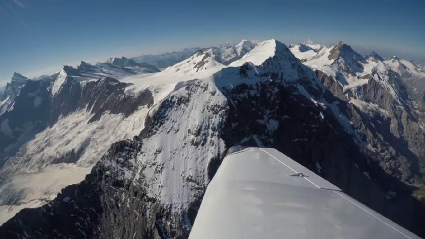 Photo of Un volo sulle vette alpine