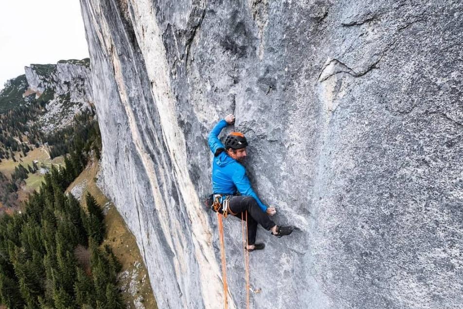Photo of Alex Huber firma una nuova incredibile via sulla liscia parete dell'Elefantenbauch