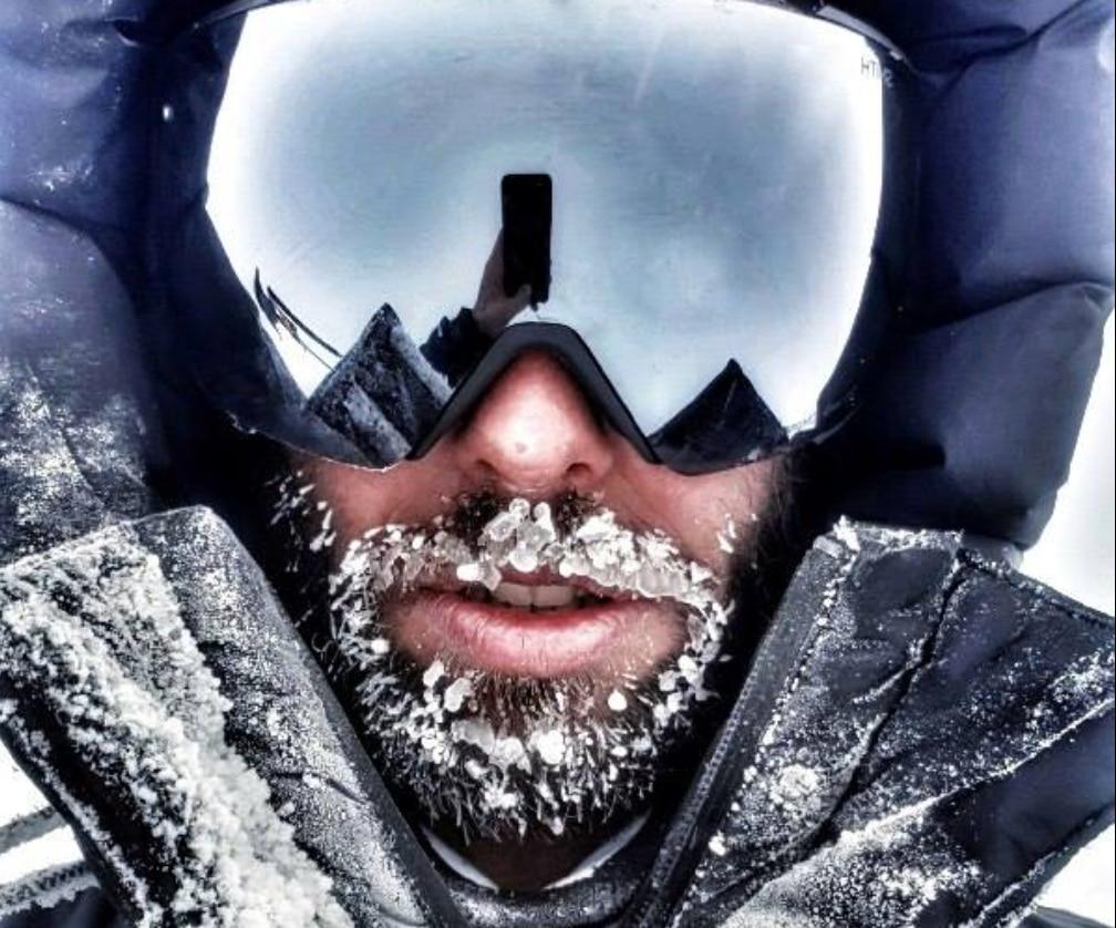 Photo of Danilo Callegari ancora bloccato in attesa di lanciarsi sul Monte Vinson