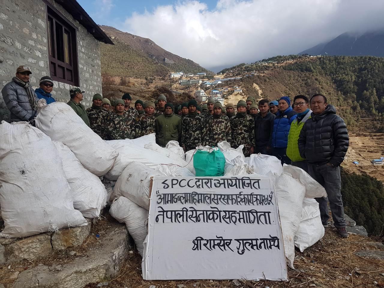 Photo of Conclusa la prima campagna di pulizia dell'Ama Dablam, raccolti 775 kg di rifiuti
