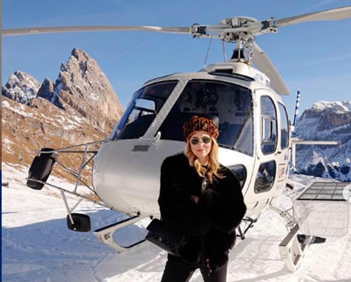 Photo of Giro turistico in elicottero sulle Alpi per Chiara Ferragni. Aspre critiche sul web