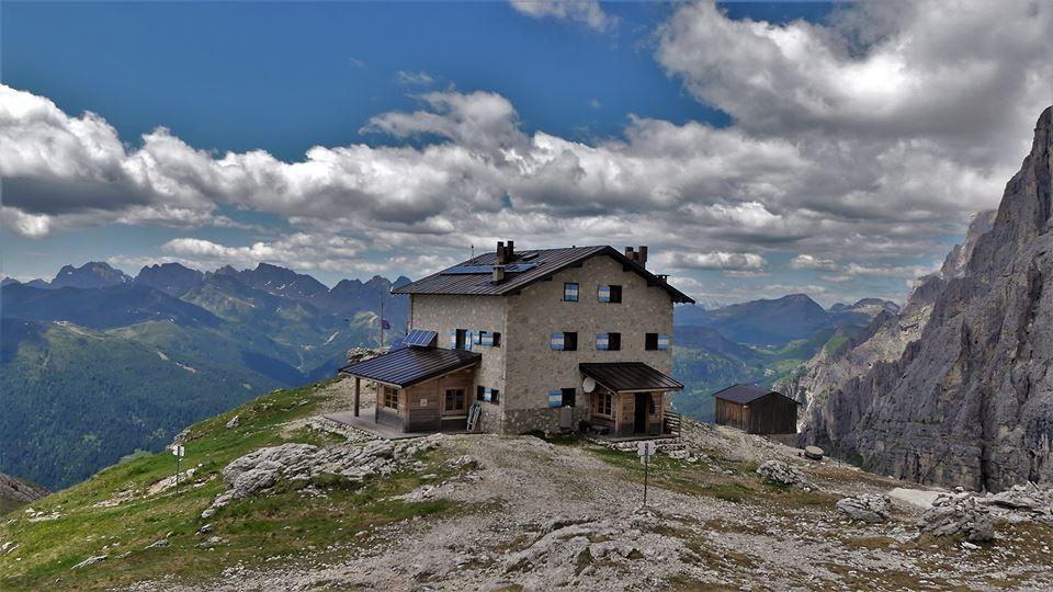 """Photo of Cercasi gestore al rifugio alpino al """"Velo della Madonna"""" in Dolomiti"""