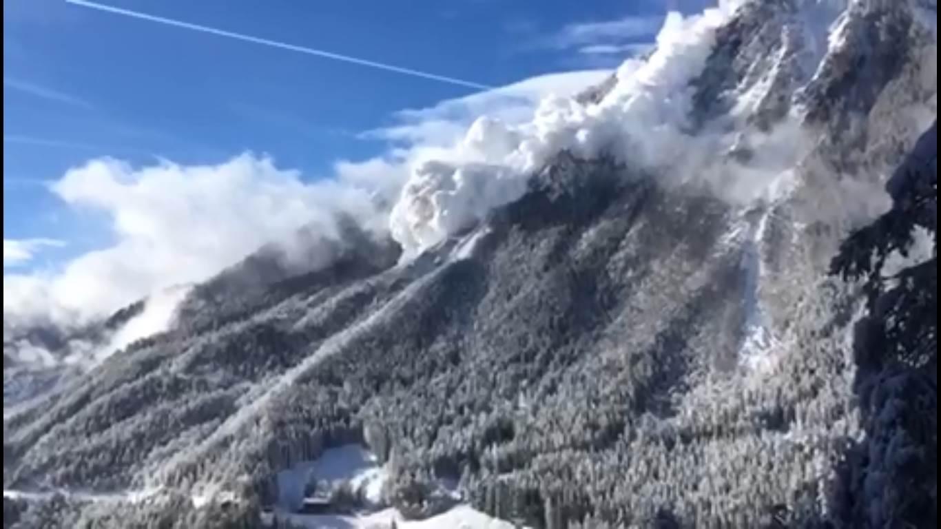 Photo of Il video virale di una enorme valanga in Svizzera
