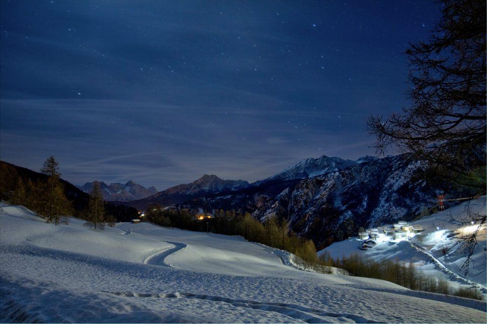 Vista notturna su Chamois. Foto Antoine Casarotto