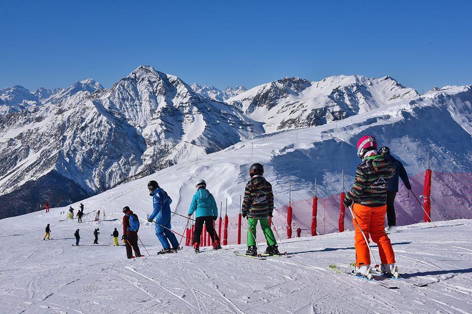 Photo of Proposta di legge per limitare le tragedie sulla neve: casco obbligatorio per tutti, defibrillatore e multe più salate