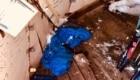 L'interno del Bivacco Pelino invaso dalla spazzatura - Foto Marco Di Michele