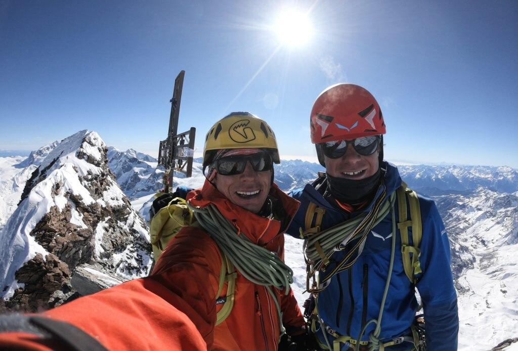 François Cazzanelli e Francesco Ratti in vetta al Cervino. Foto François Cazzanelli