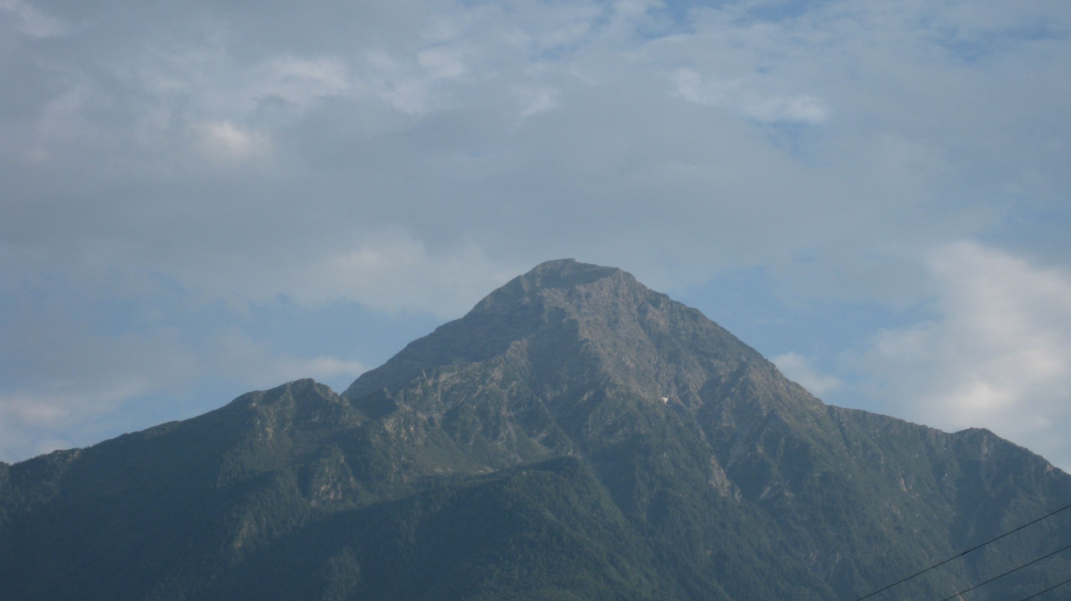 Photo of Lecchese: muore un'escursionista sul Legnone. Salvo alpinista incrodato sul Grignone