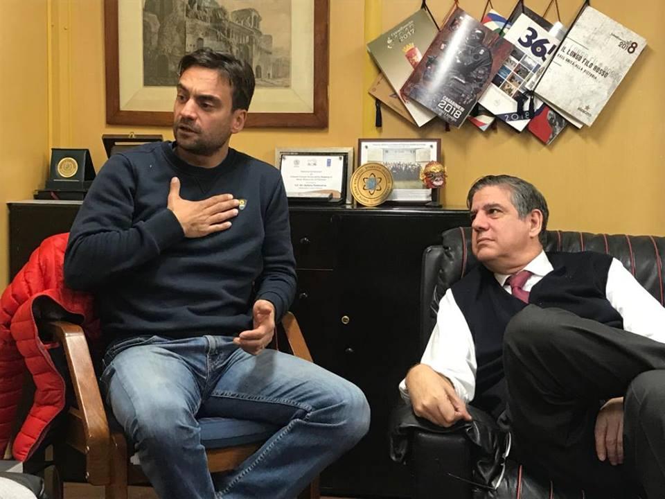 Daniele Nardi con l'ambasciatore Stefano Pontecorvo lo scorso dicembre a Islamabad