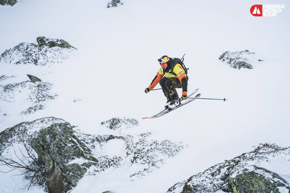 Markus Eder durante un salto. Foto Facebook Freeride World Tour