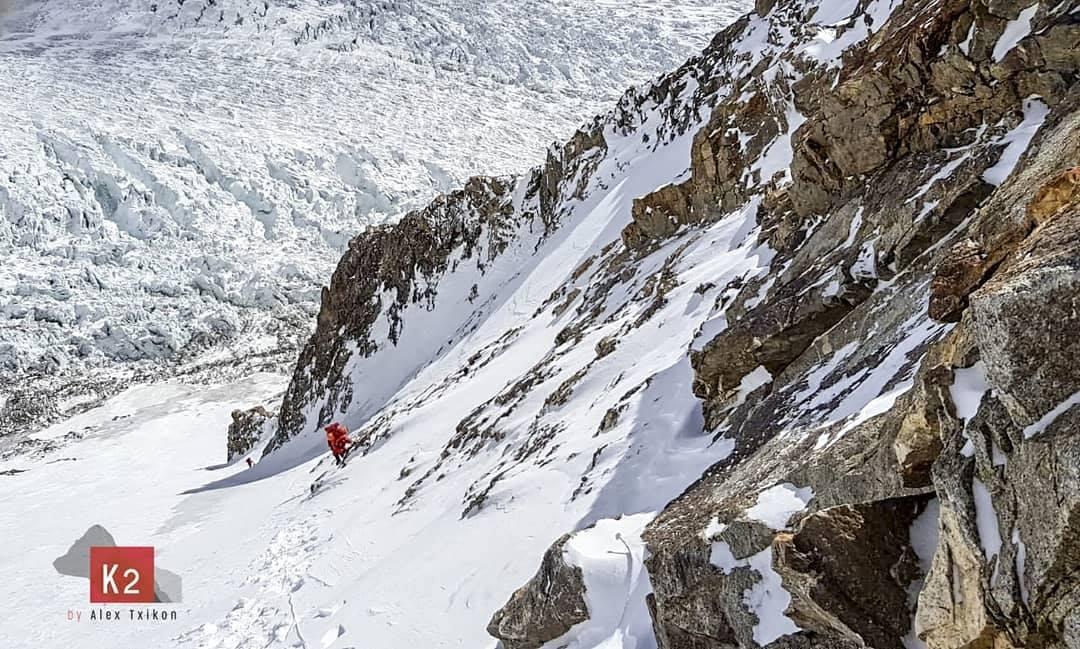 Photo of Alex Txikon fermato dal vento, bivacco a 6900 metri