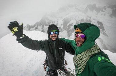 Nicola e Matteo in vetta al Cerro Torre. Foto archivio Della Bordella