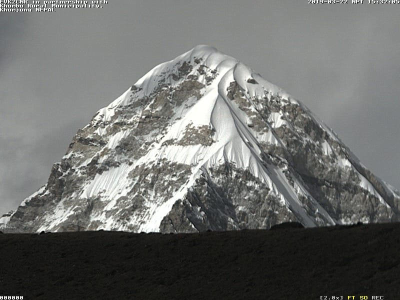 Photo of Attiva la webcam del Laboratorio Piramide dell'Everest che punta sul Pumori