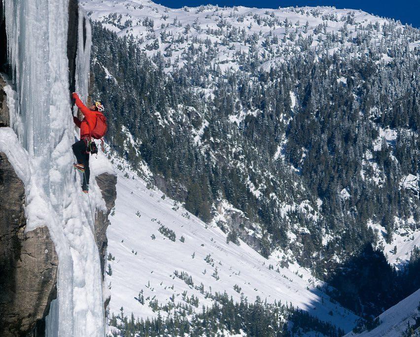 Photo of Arrampicata su ghiaccio. Will Gadd, Chris Jensen e Peter Hoang realizzano la prima scalata delle cascate più alte del Canada