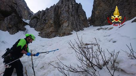 Photo of Escursionista muore travolto da una valanga sul Pasubio. Polemiche tra Soccorso Alpino e Vigili del Fuoco