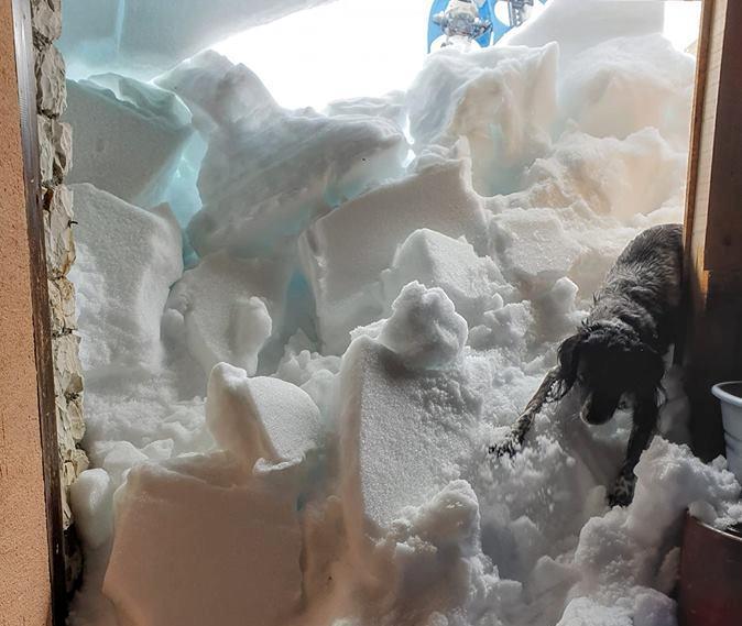 Photo of Rifugio di Punta Penia sulla Marmolada danneggiato dalla tempesta Vaia. Ancora inaccessibile per la neve ma a giugno si riparte