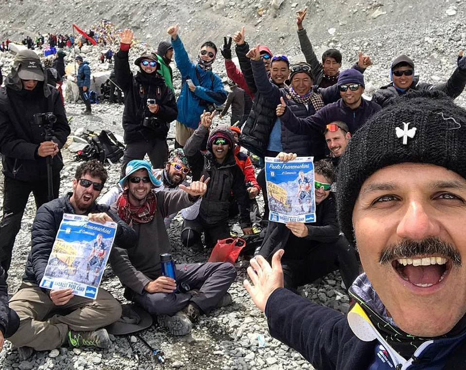 Photo of #Sisipuòfare. Realizzato lo spettacolo comico da record al campo base dell'Everest