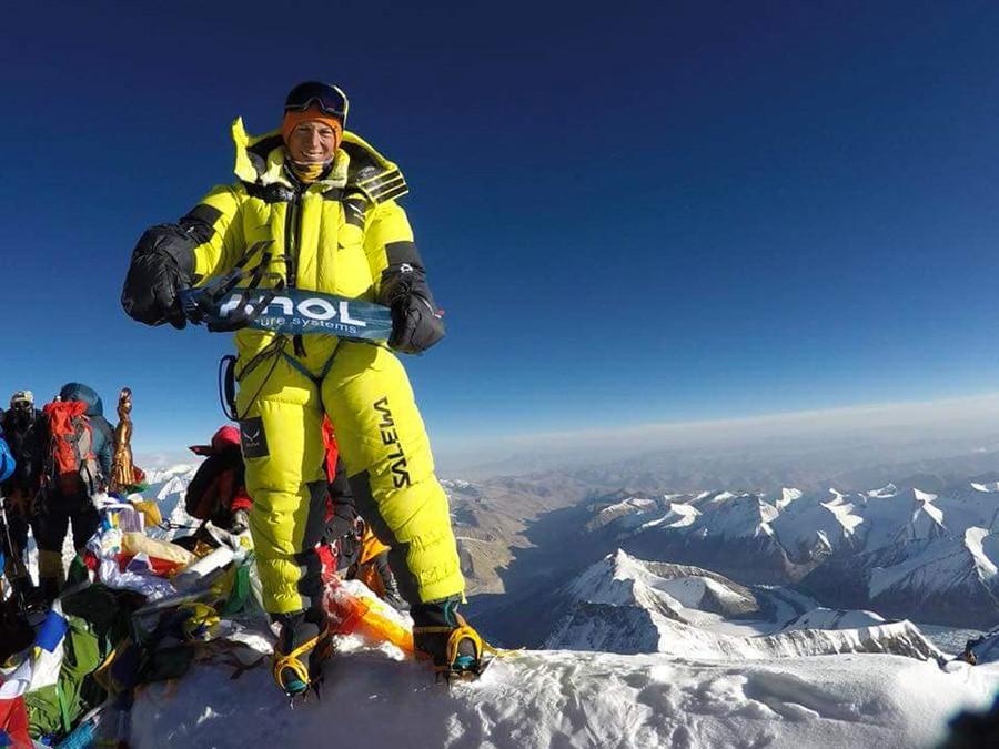 Francois Cazzanelli in vetta all'Everest. Foto Francois Cazzanelli