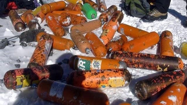 Photo of Everest: ossigeno e inquinamento. Meglio fare come Messner e Gnaro Mondinelli