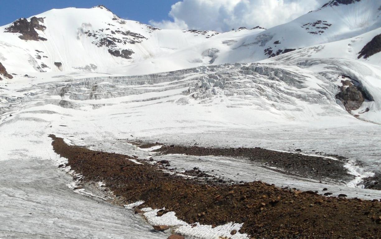 """Photo of Microplastiche sui ghiacciai. Claudio Smiraglia: """"L'uomo è riuscito a intaccare ogni ambiente"""""""