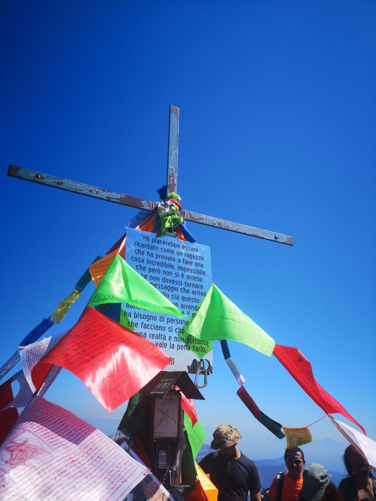 Photo of In migliaia sul Semprevisa per ricordare Daniele Nardi. Tra i presenti anche Alex Txikon