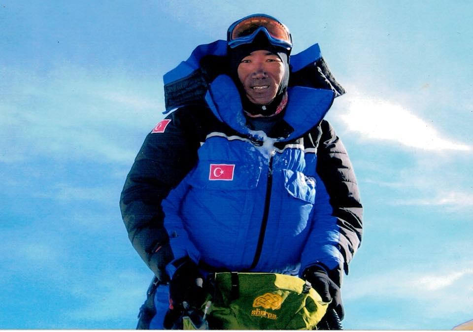 Photo of 23 volte in vetta all'Everest. Nuovo record per Kami Rita Sherpa