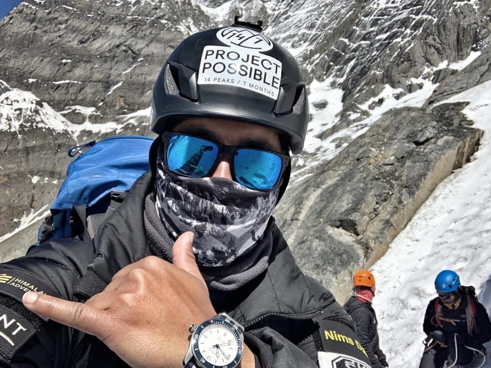 Photo of Nirmal Purja in vetta al Kanchenjunga. Una riflessione: è questo alpinismo?