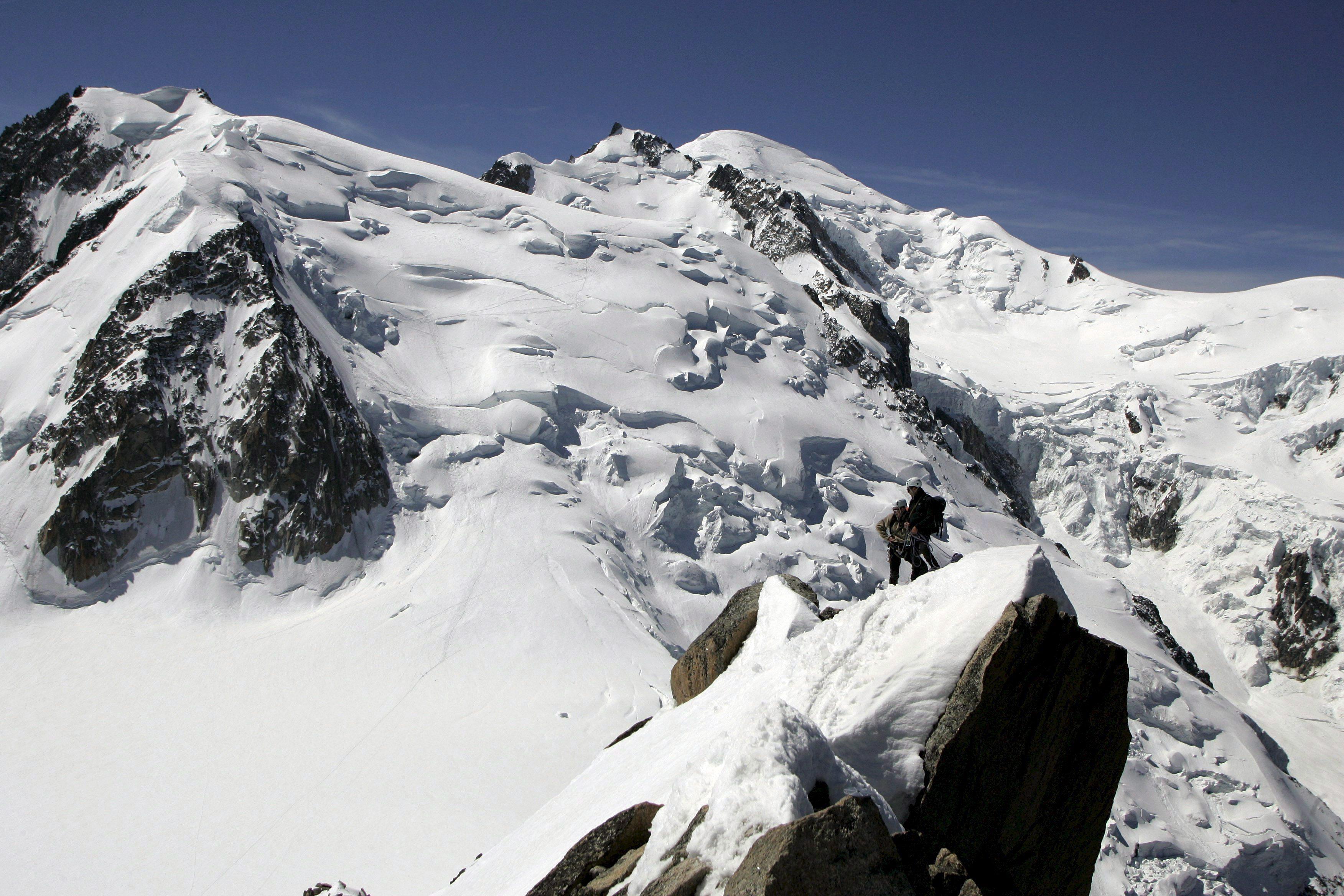 Photo of Evacuati 26 alpinisti bloccati sul versante francese del Monte Bianco