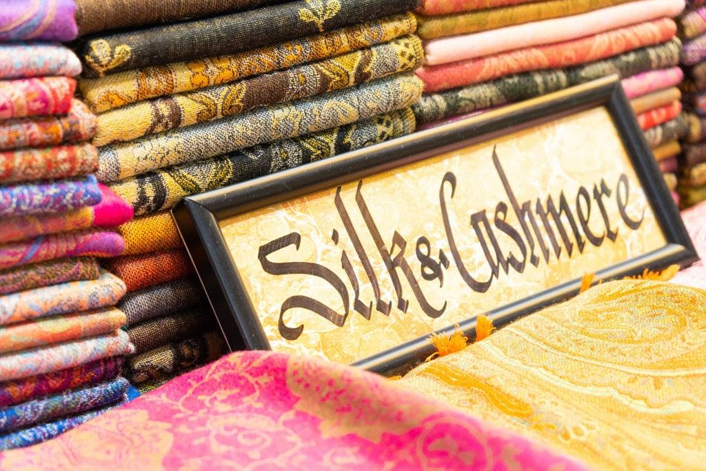 soul silk, ciclismo, ebike, cina, via della seta, yanez borella, giacomo meneghello