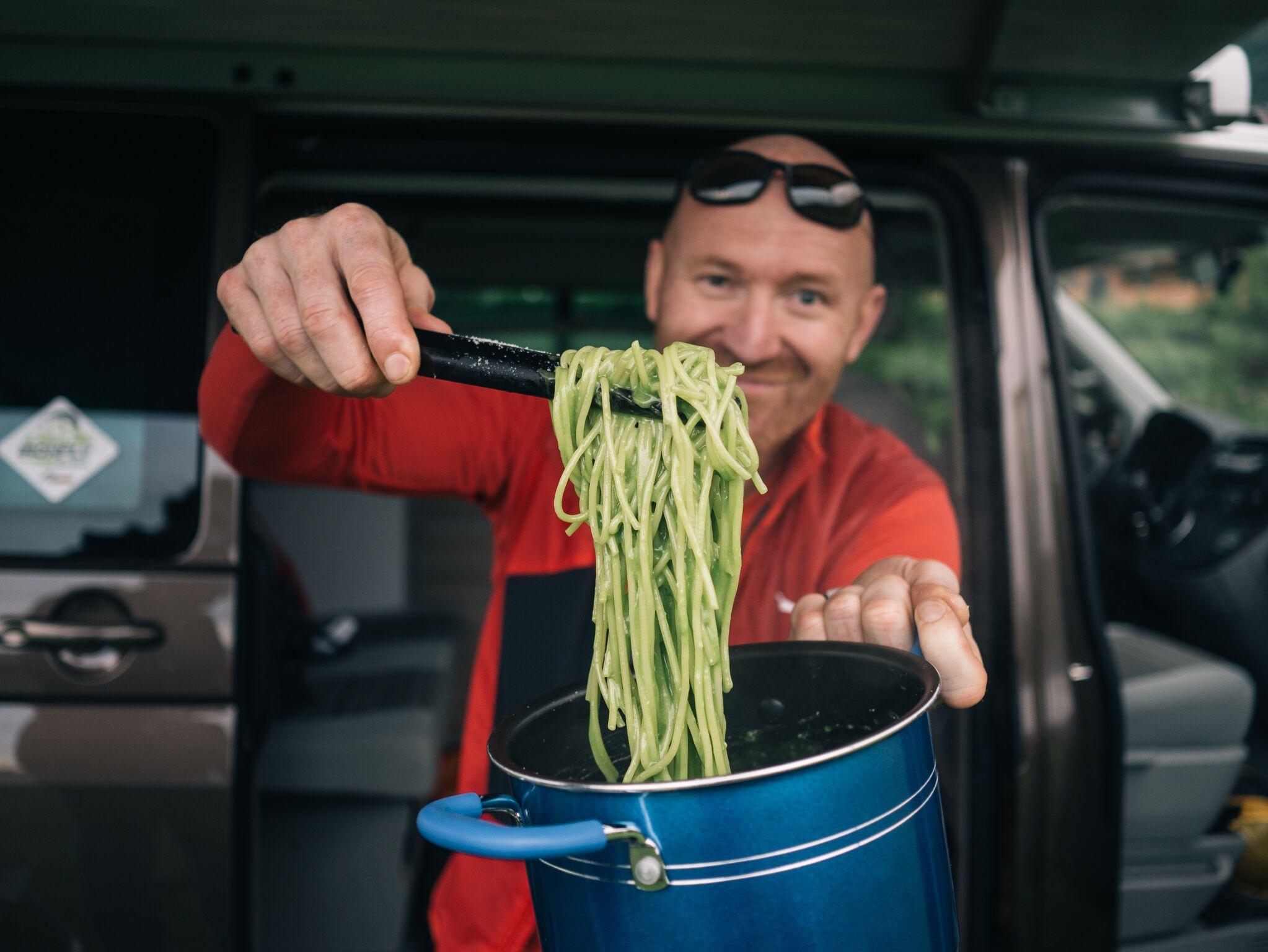 Photo of Alfio Ghezzi, lo chef che porta la cucina stellata anche nelle sue avventure in montagna