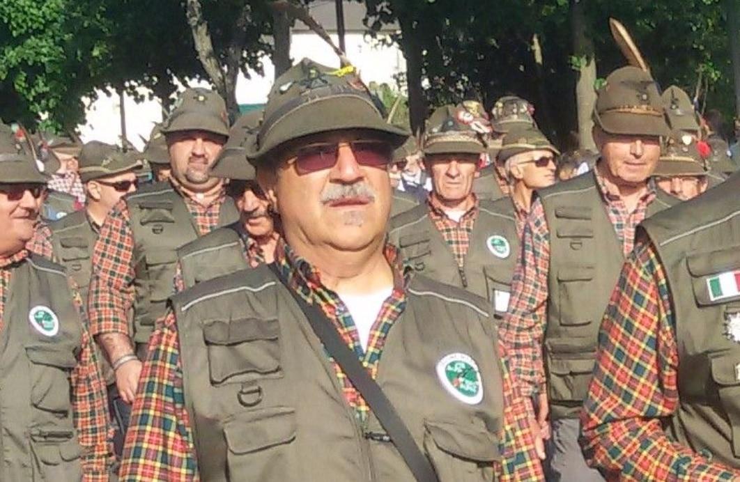 Photo of Un appello (diventato virale) per ritrovare il cappello Alpino perso all'Adunata