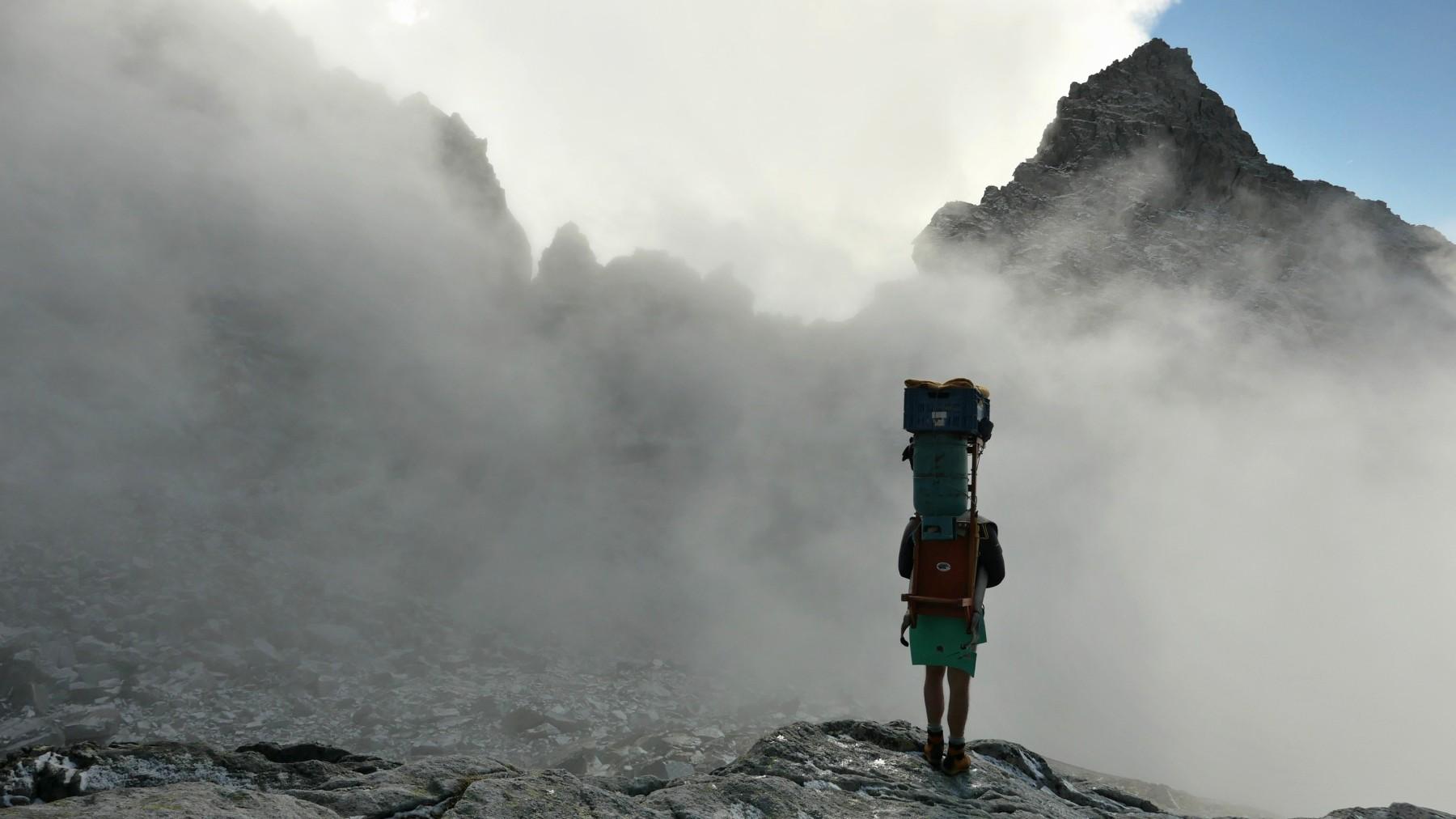 """Photo of Mountain and Chill: alla scoperta degli ultimi Sherpa d'Europa con """"Freedom Under Load"""""""