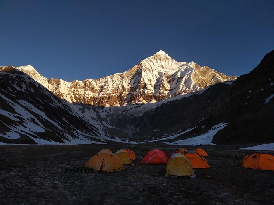 Photo of Una spedizione via terra per recuperare i corpi degli alpinisti dispersi sul Nanda Devi