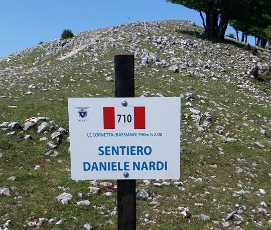 Photo of Semprevisa. Sparita la targa di dedica a Daniele Nardi del sentiero 710 dei Lepini