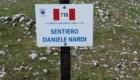 La targa di dedica a Daniele Nardi del sentiero 710 dei Lepini posizionata il 5 giugno - Foto FB @CAI sezione di Latina