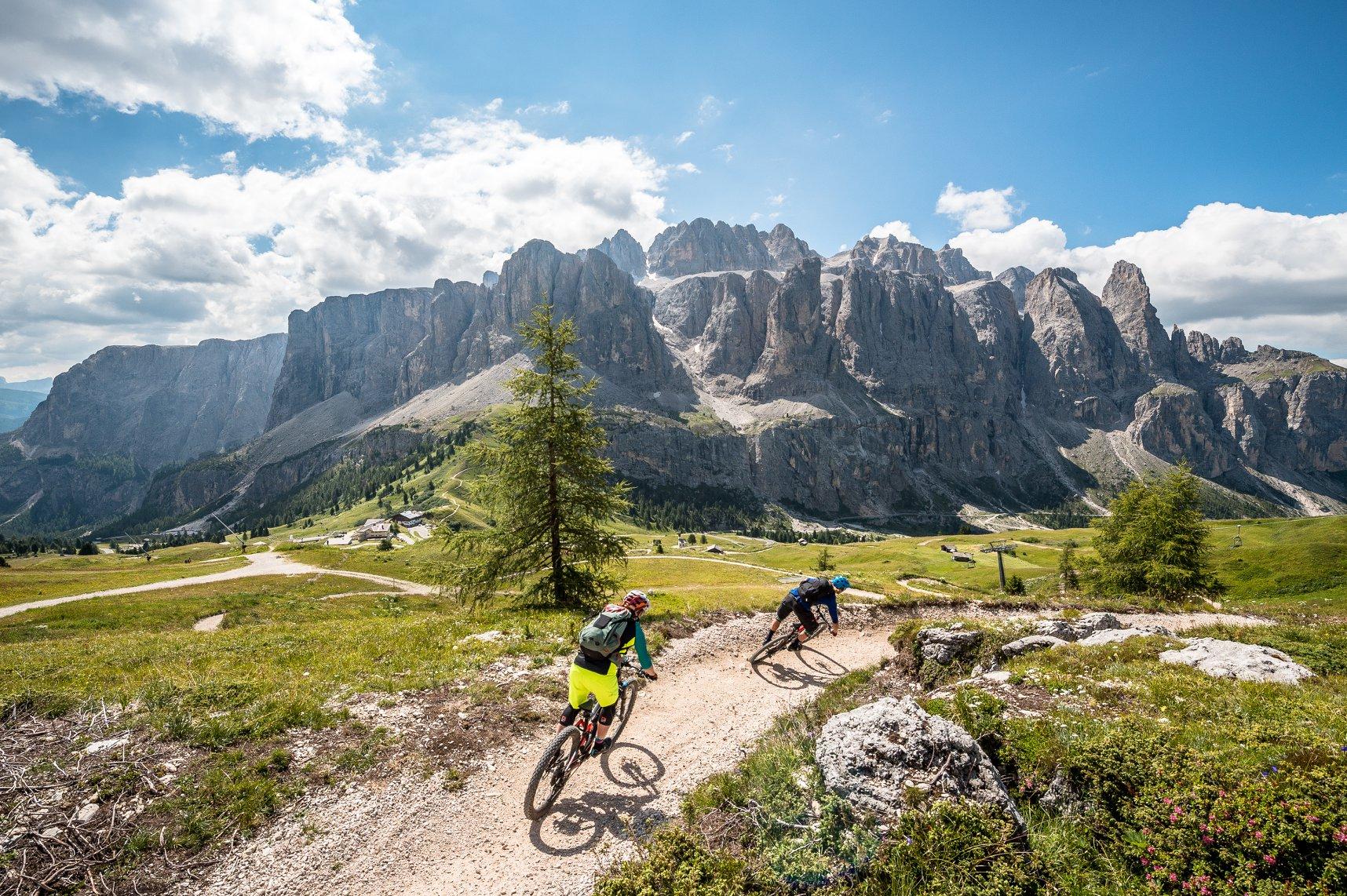 Photo of Scoprire le Dolomiti UNESCO in MTB