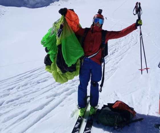 Photo of Monte Bianco. Il base jumper Matthias Giraud realizza un salto con gli sci da 4.359 m
