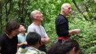 Gigi Mario tra i suoi allievi a Ferentillo, foto di Stefano Ardito
