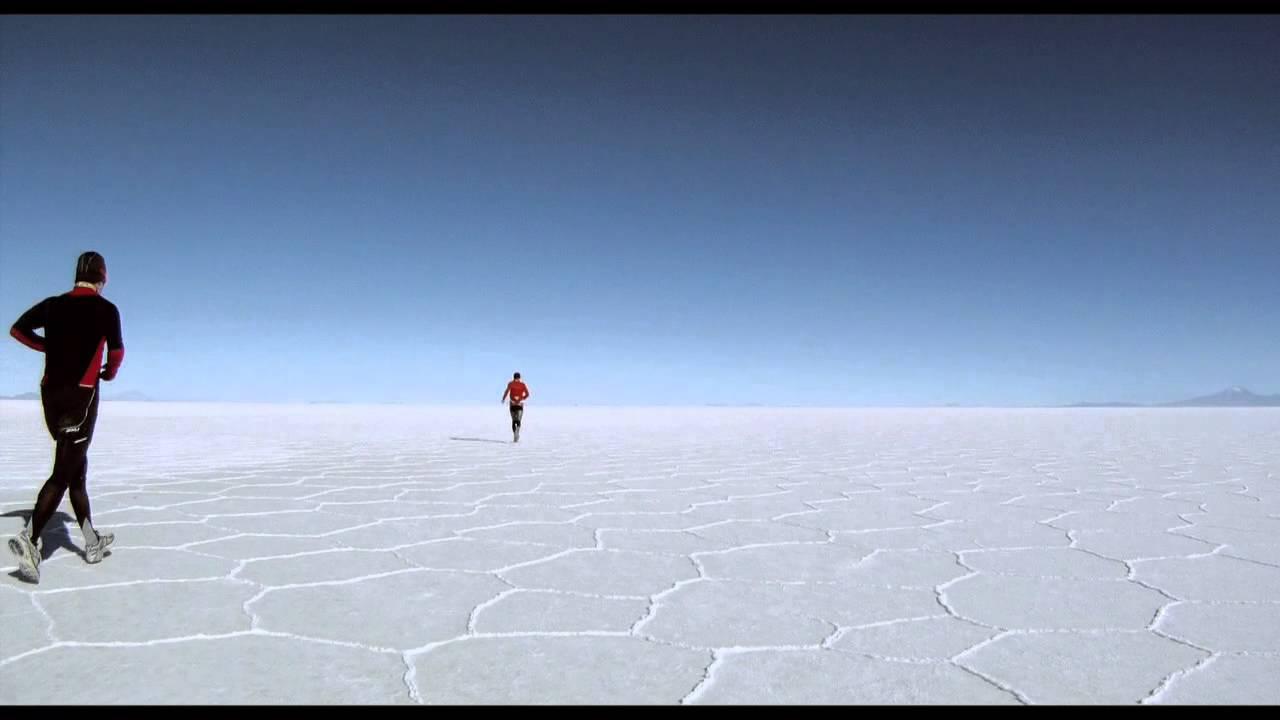 """Photo of Mountains and Chill – """"Salar"""", una corsa non stop attraverso il più vasto deserto salato del mondo"""