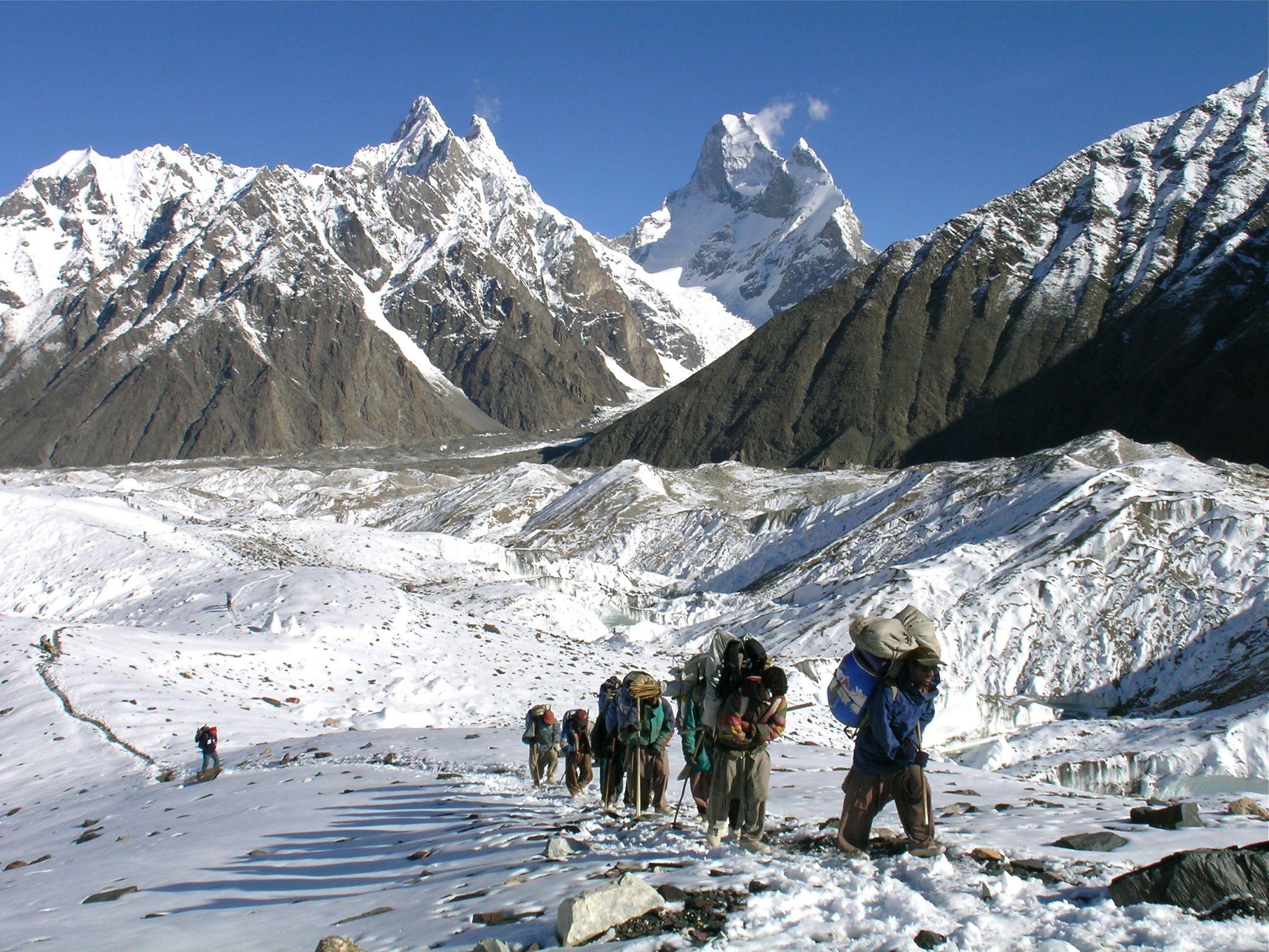 Photo of Karakorum: troppe spedizioni e i portatori scarseggiano
