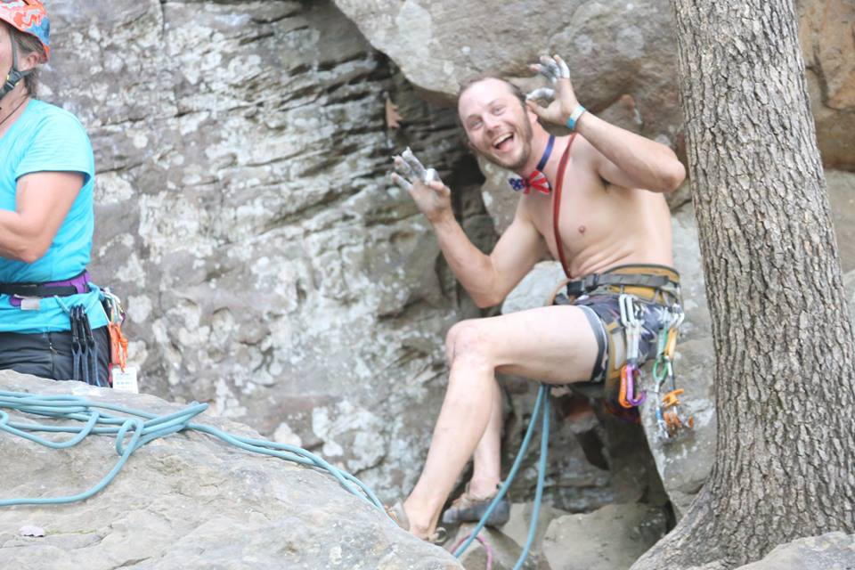 Photo of Il climber Austin Howell muore arrampicando a Linville Gorge